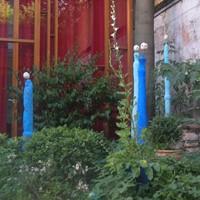 créatures bleues, ciment armé teinté, rue du tage, été 2010