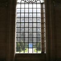 les créatures bleues vues du cloître du musée des Beaux Arts d'Arras, été 2013.